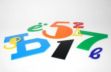 Буквы и цифры из цветного оргстекла