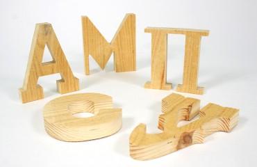 Буквы из грубообработанного дерева