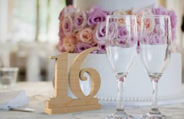Деревянные таблички на стол
