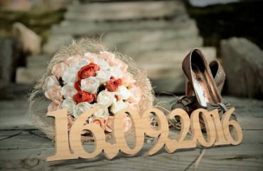Свадебные даты из дерева