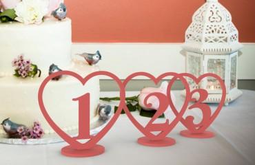 """Окрашенные деревянные таблички на стол """"Сердце"""""""