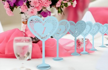 """Окрашенные деревянные таблички на стол на ножке """"Сердце"""""""